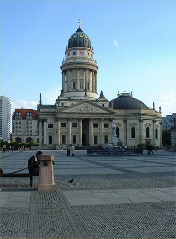Le Gendarmenmarkt (Photo N. Rau 2004)